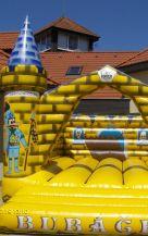 Zábavní atrakce skákací hrad